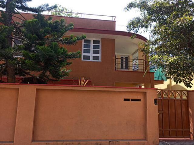 Poojappura 13 Cent 3000sqf 15 Years Old Posh House 4 Bhk