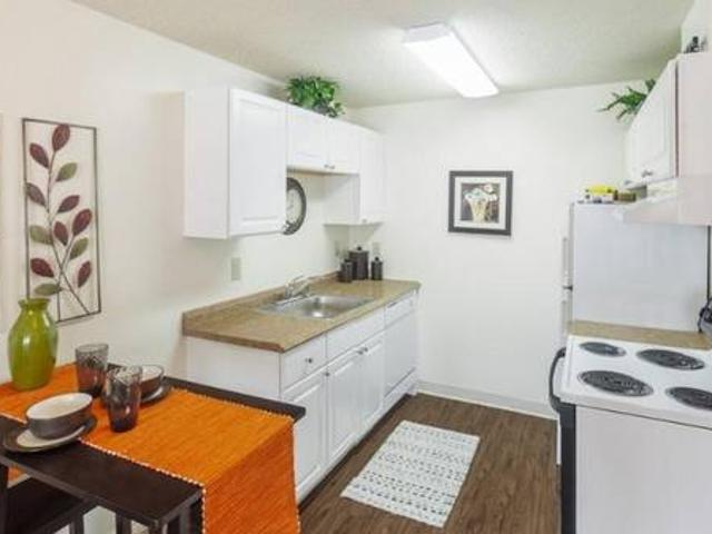 Pool, Gym, Business Center, Laundry On Site 914 West Lake Street, Fort Collins, Co