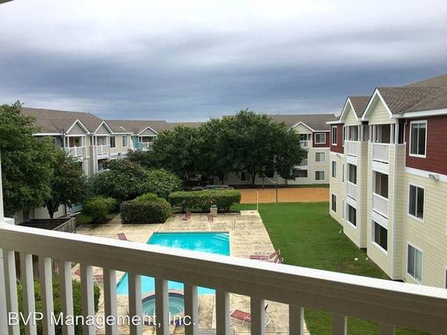 Pre Lease For Fall Furnished Male Roommate Needed 44 Condo 527 Southwest Parkway 203 Colle...