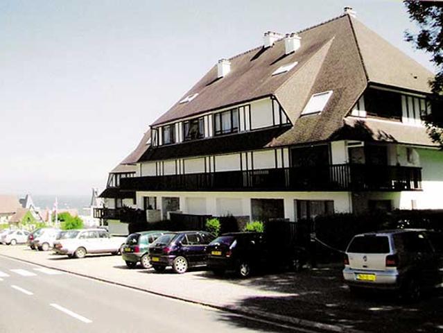 Proche Deauville, Appartement Dans Résidence Avec Piscine