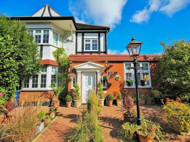 Property In Greyhound Hill, Hendon, Nw4