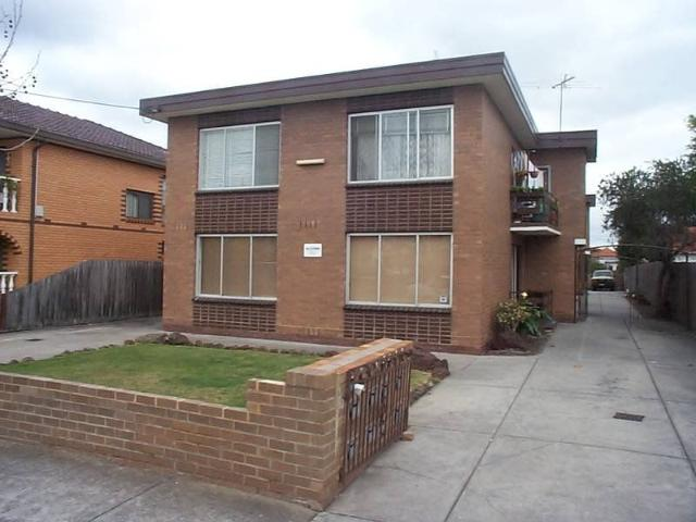 Quiet Flat In Small Block, Great Location