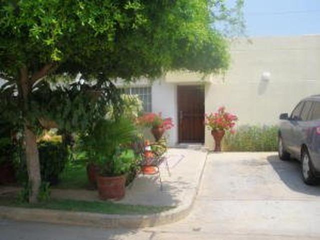 Rent A House Vende Townhouse En La Zona Norte