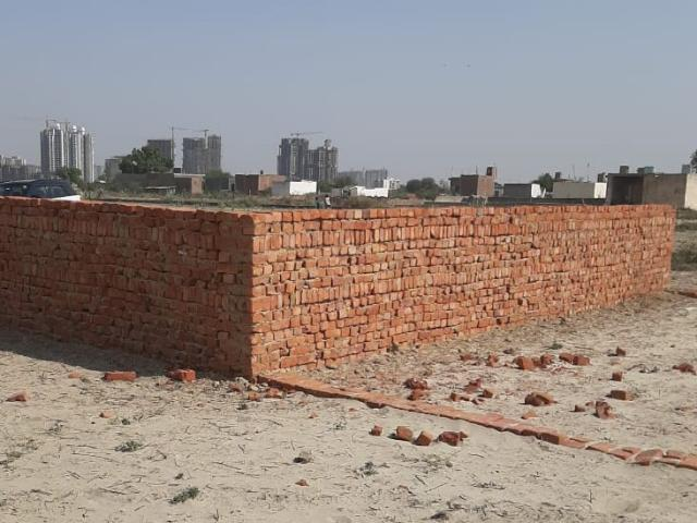 Resale   150 Sq.yd. Plot In Sector 105