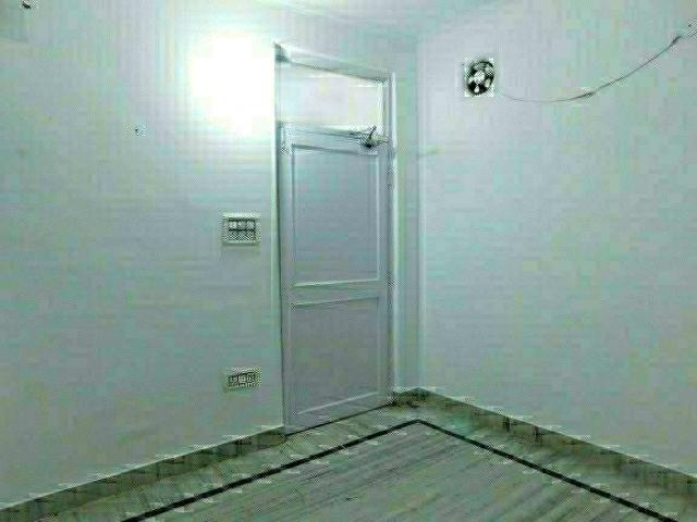 Resale | 3 Bhk + Servant Room 239 Sq.yd. Apartment In Sector 133