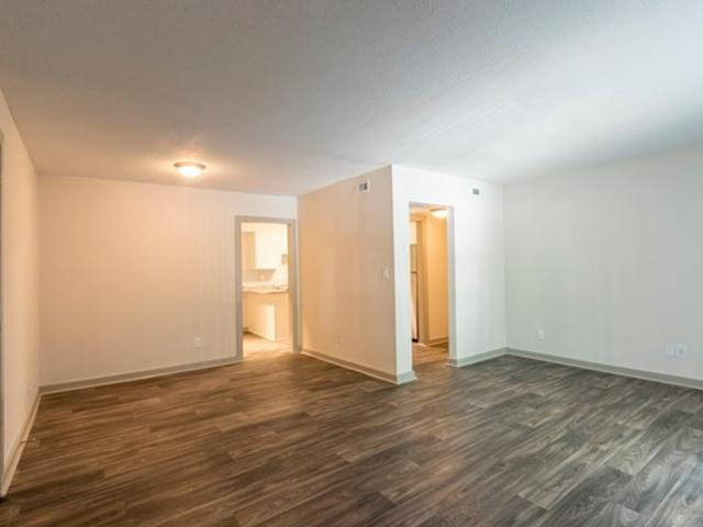 River Crossing At Roswell 1 Bedroom Apartment For Rent At 1450 Raintree Way, Roswell, Ga 3...