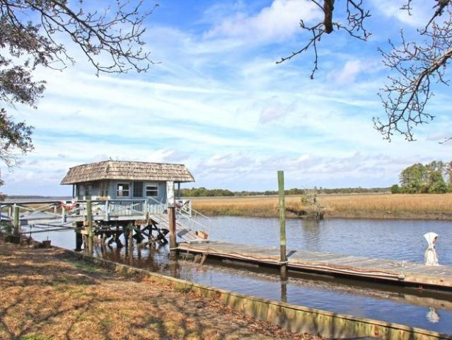 Riverview With Boat House