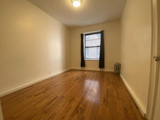 Room Available In 4 Bedroom Apartment!