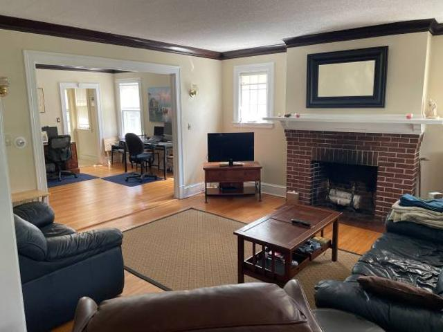 Room For Rent, Available Now West Hartford, South Quaker Ln And Farmington Ave
