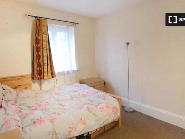 Room For Rent In 6 Bedroom House In Isle Of Dogs, London