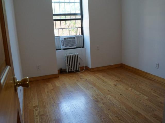 Room For Rent In A 2 Bed. Apt. Uttilities Inc