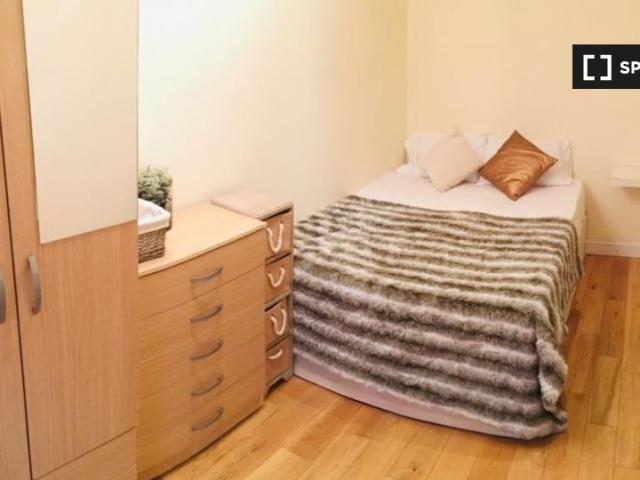 Room In 6 Bedroom Houseshare In Hammersmith & Fulham, London
