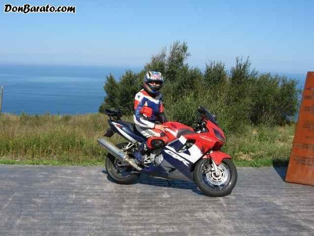 Se Vende <strong>Honda</strong> <strong>Cbr</strong> <strong>600</strong> F 2002 Tricolor Traje Y Complementos