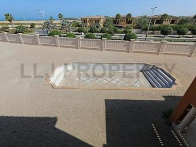 Sea View Corner Plot With Swimming Pool / Vacant