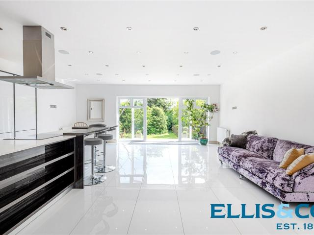 Semi 5 Bedroom House For Sale In Friern Park, North Finchley, N12 On Boomin
