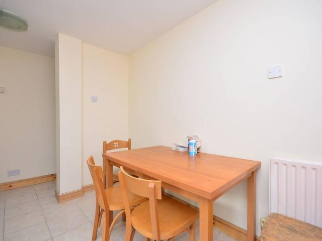 Semi 5 Bedroom House To Rent In Linkway, Westborough, Guildford, Gu2 On Boomin