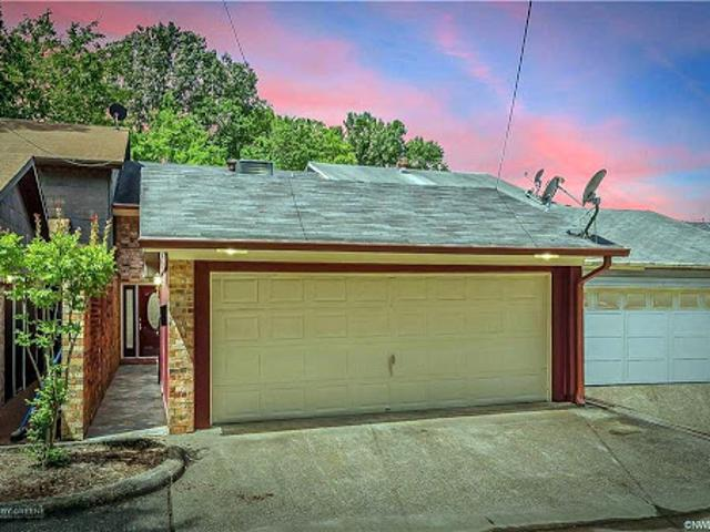 Shreveport Three Br Two Ba, Come Check Out This Beautiful Lake F