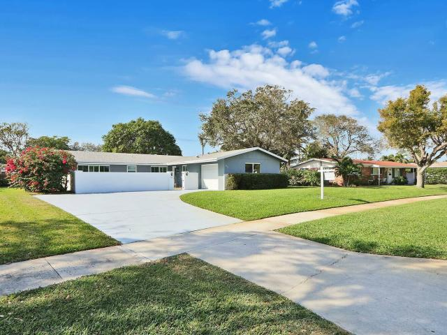 Single Family Home In North Palm Beach