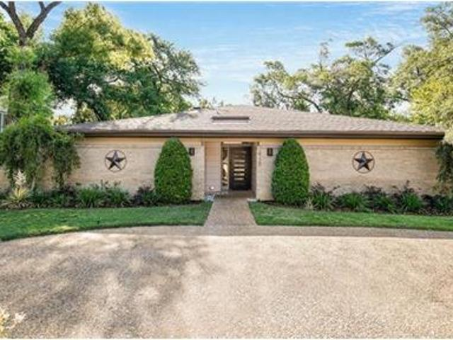 Single Level With 3 Bedrooms, 3 Baths