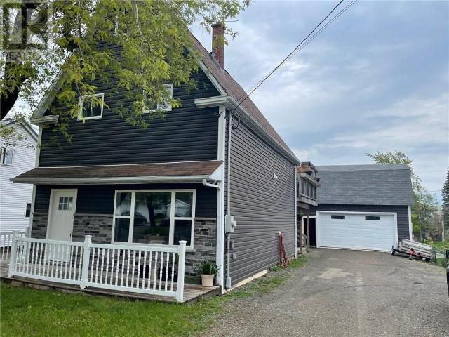 Snap Up This 4 Br 4 Bath Single Family House In Moncton