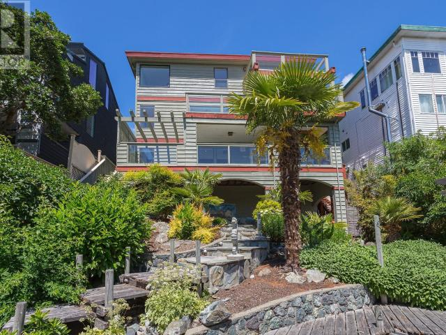 Snap Up This 5 Br 4 Bath Single Family House In Victoria