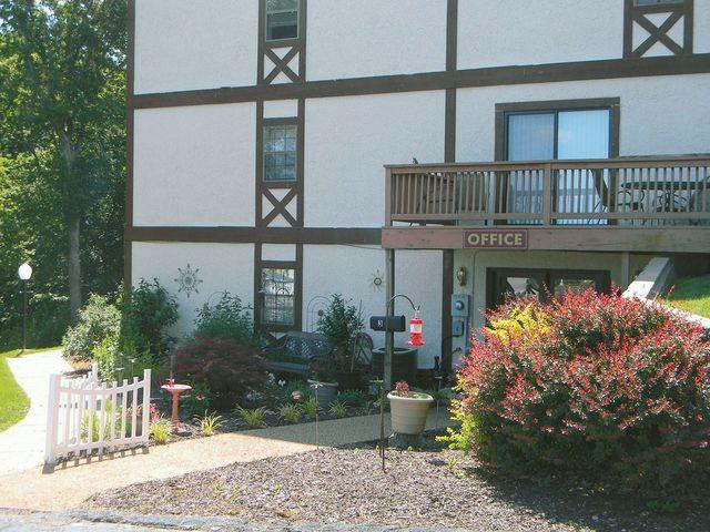 Southern Hills Town Houses And Apartments 4627 Shepherd Hills Rd, Jefferson City, Mo 65101