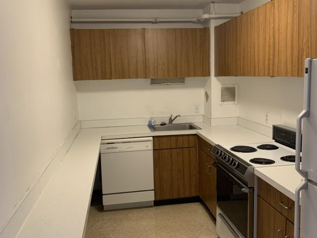Spacious 1 Bed 1.5 Bath Right In Central Sq!