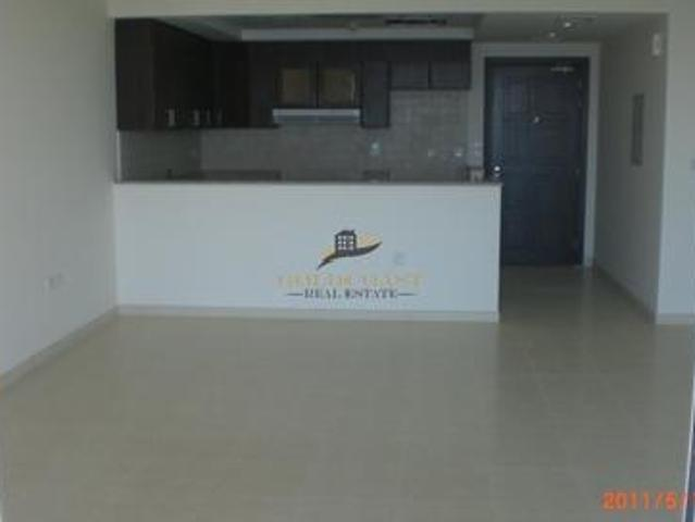 Spacious 1 Bed Apt   Mid Floor   Canal View