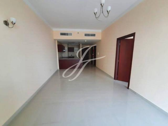 Spacious 1 Bedroom With Full Lake View