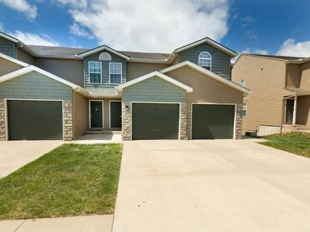 Spacious And Beautiful. Consider Your New 3 Bed 2.5 Bath Found Junction City