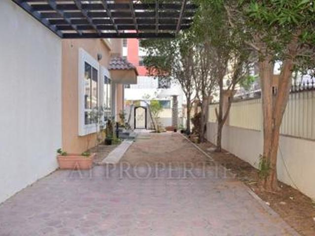 Spacious Converted 9 Br Townhouse In Diamond Views