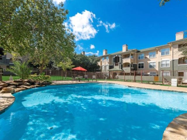 St. Laurent 1 Bedroom Apartment For Rent At 2825 N State Highway 360, Grand Prairie, Tx 75050