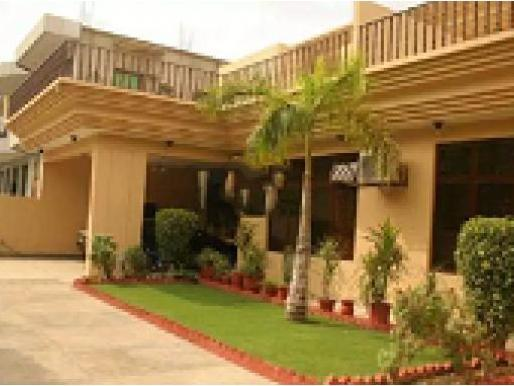 Step Inn 6 Beds Family Guest House Model Town Lahore