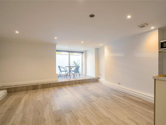 Studio Flat For Sale In Springfield Road, Guildford, Surrey, Gu1 On Boomin