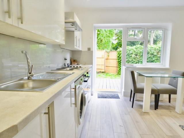Studio Flat To Rent In Aberdare Gardens, South Hampstead, Nw6 On Boomin