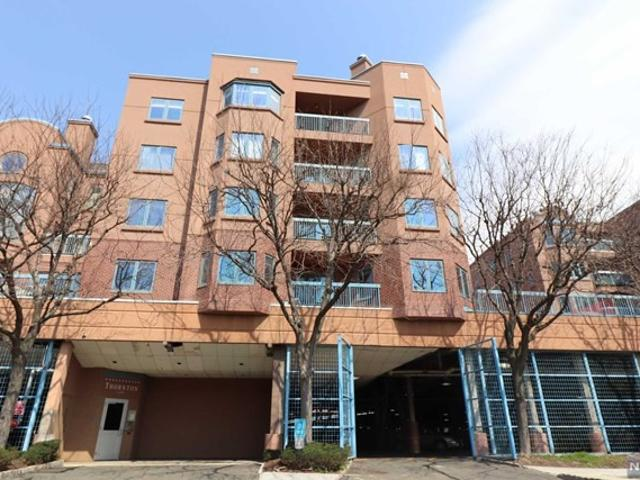 Studio Home For Rent At 402a Thornton Ct, Edgewater, Nj 07020