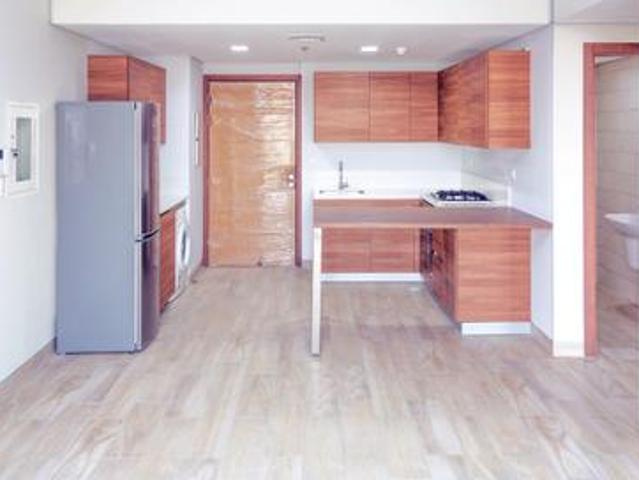 Stunning 1 Bedroom Apartment For Sale In Easy 18