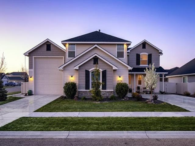 Stunning 2 Story Home With An Rv Garage