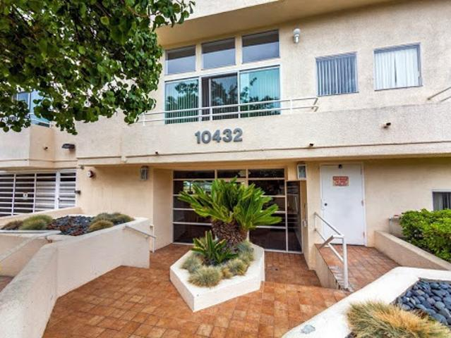 Stunning Modern Contemporary Designed Condo In Prime Westwood