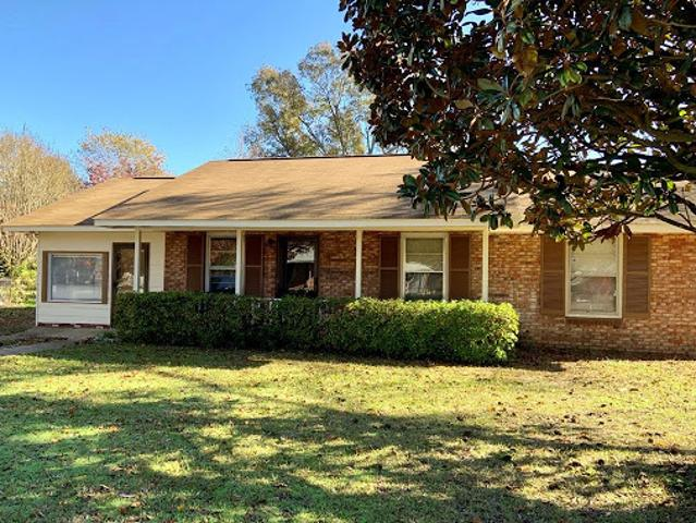 Sumter Three Br 1.5 Ba, Adorable Ranch Style Home Located In Twi