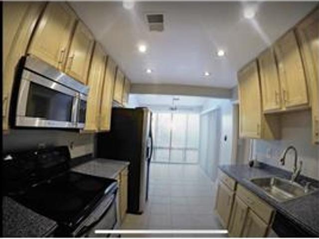 Sunny Condo Walking Distance From Shady Grove Metr