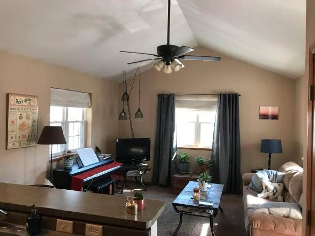 Sunny Room In East Side Duplex Tenney Park