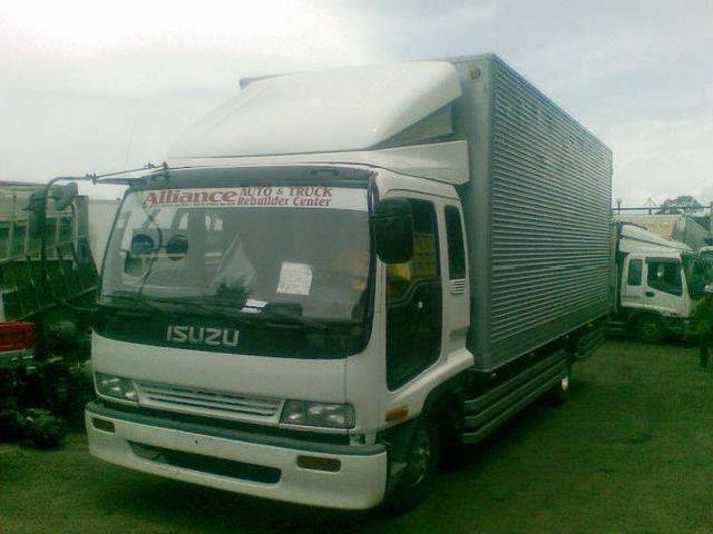 Surplus trucks from japan good conditioned