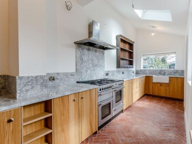 Terraced 5 Bedroom House For Sale In Arundel Gardens, Ilford On Boomin