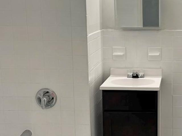 The Continental At Freehold* Rug Mill Senior 1br