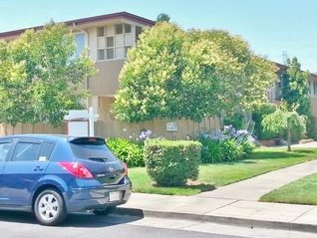 Three Bed / One Plus Bath Townhome W/huge Attached Plus Room And Plenty Of Storage!