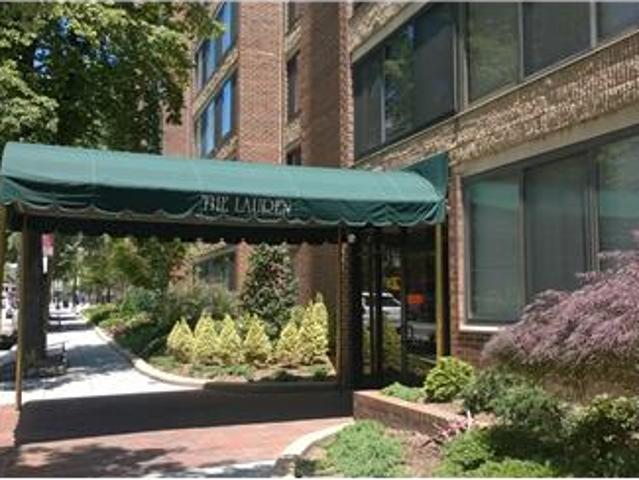 Top Level One Bedroom In The Heart Of Dupont Cir