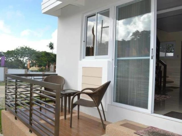 Townhouse In Tagaytay Near Picnic Grove With Parking & Condo Certificate Of Title