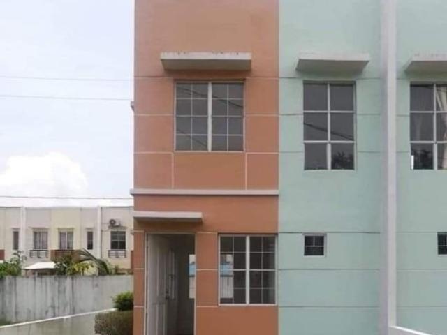 Townhouse With 2bedroom 1toilet And Bath Car Park