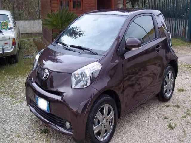 Toyota iq due volumi